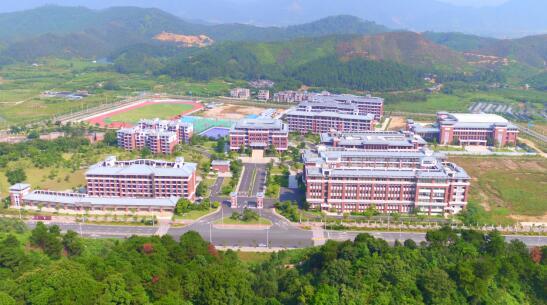 中国发布丨全国政协委员杨国强:发展职业教育
